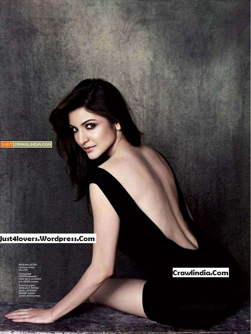 Anushka-Sharma-looks-sizzling-hot-on-Maxim-wallpapers
