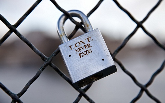 love-never-ends-lock
